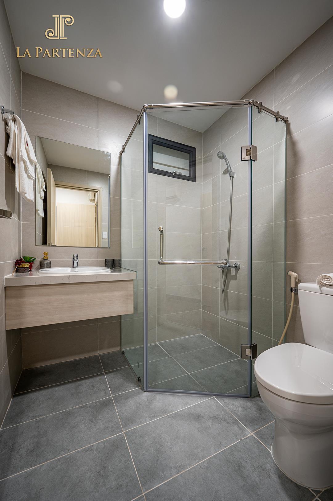 Tối ưu diện tích vừa giúp không gian phòng tắm trở nên thông thoáng.